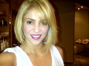 Shakira Shows Off new hairstyle