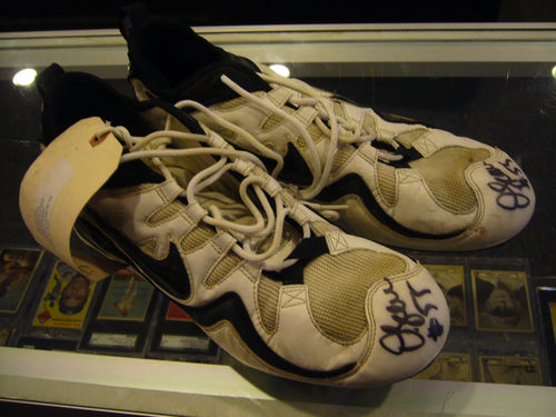 2002 pro bowl San Diego chargers junior seau game used cleets shoes signed rare
