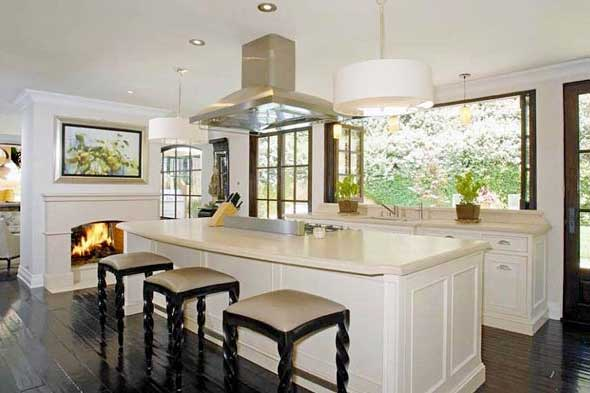Kim-Kardashian-Kitchen-Celebrity-Kitchens