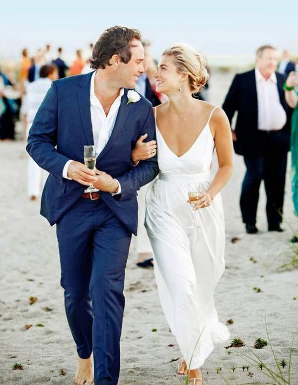 Best Styles for Beach Wedding Dresses_23