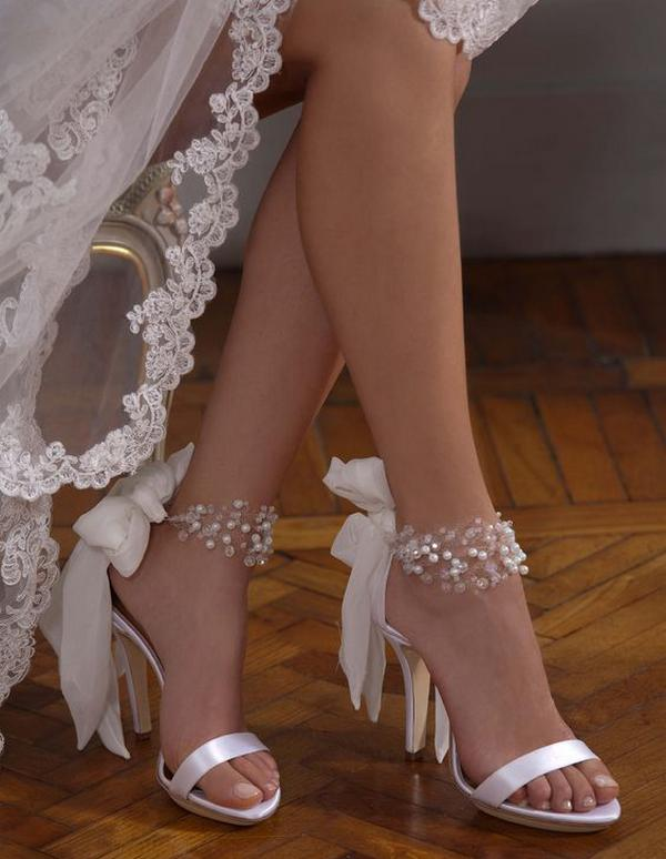 Tips for Buying Wedding Shoes for the Bride_04
