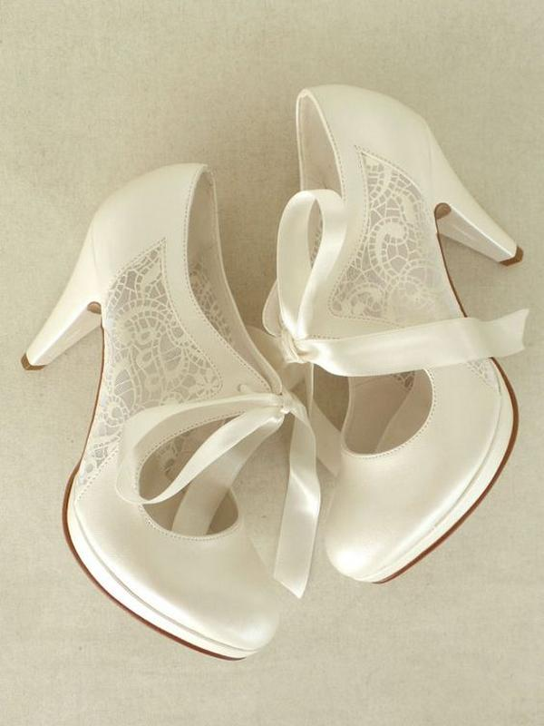 Tips for Buying Wedding Shoes for the Bride_06