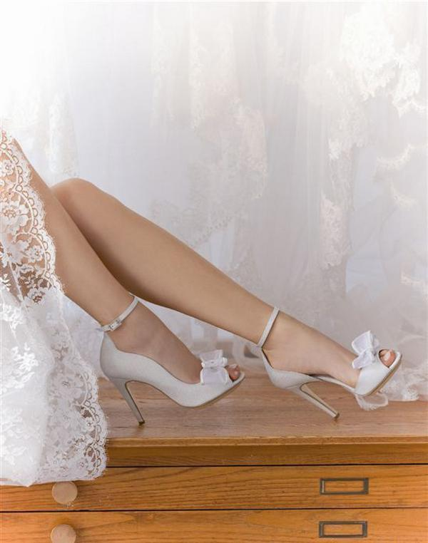 Tips for Buying Wedding Shoes for the Bride_07